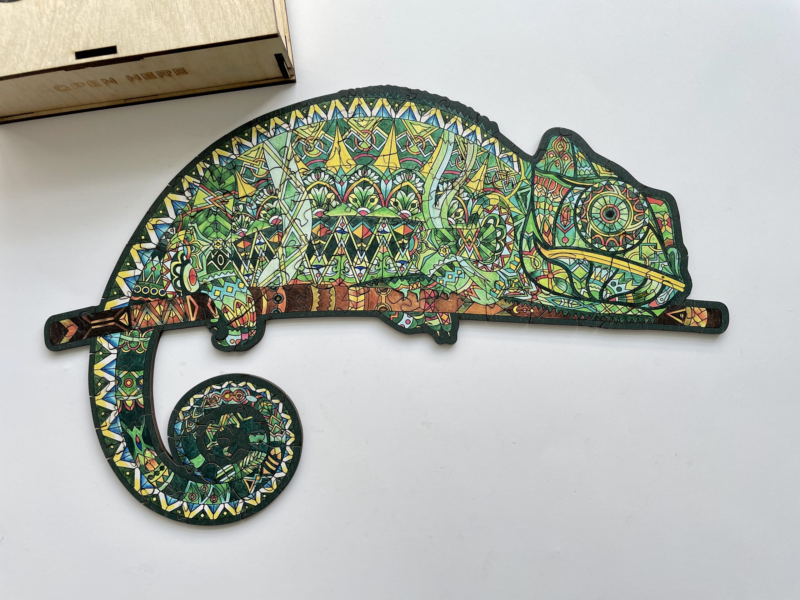 Lurking Chameleon Freestyle wooden Puzzle