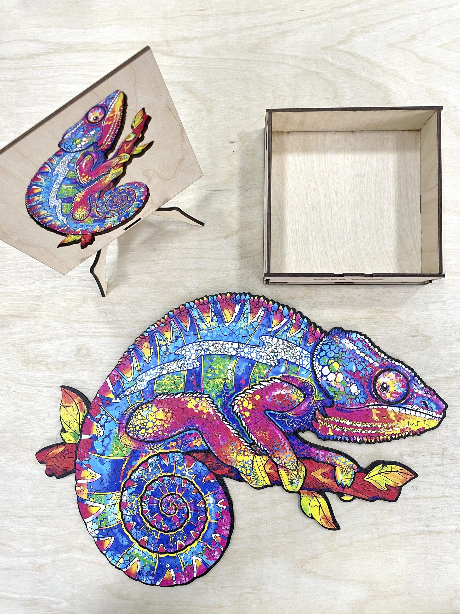 Iridescent Chameleon Freestyle wooden Puzzle